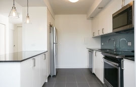 luxurious 1 bedroom Apartments for rent in Montreal (Downtown) at Le Parc - Photo 01 - RentQuebecApartments – L402871