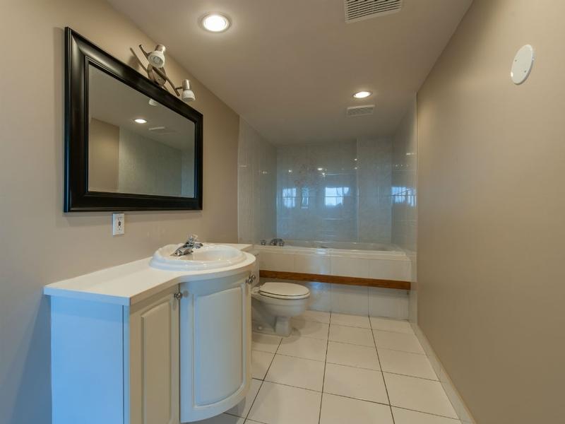 3 bedroom Apartments for rent in Laval at Le Castel de Laval - Photo 04 - RentQuebecApartments – L6087