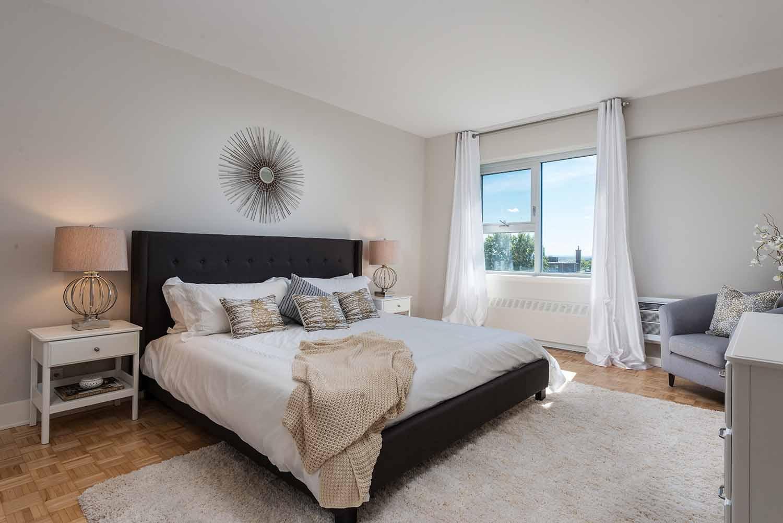 luxurious 3 bedroom Apartments for rent in Westmount at 4300 de Maisonneuve West - Photo 01 - RentQuebecApartments – L2168