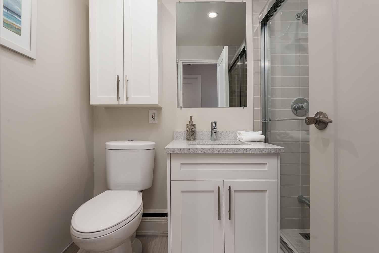 luxurious 3 bedroom Apartments for rent in Westmount at 4300 de Maisonneuve West - Photo 03 - RentQuebecApartments – L2168