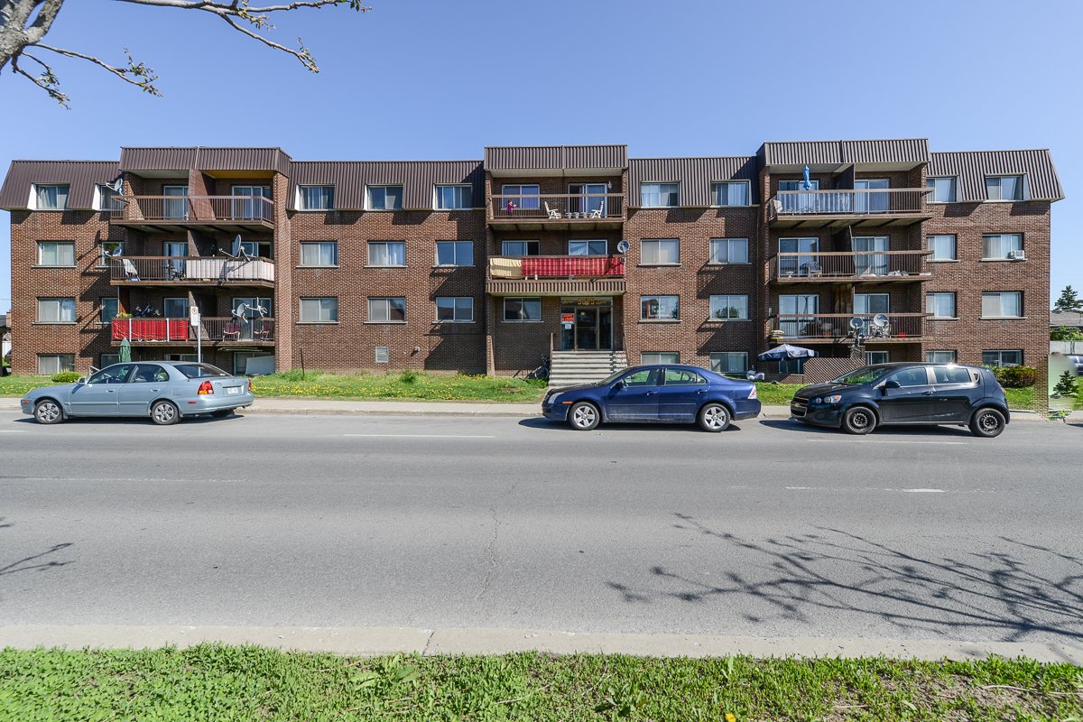 1 bedroom Apartments for rent in Laval at 5025 Samson - Photo 02 - RentQuebecApartments – L28107