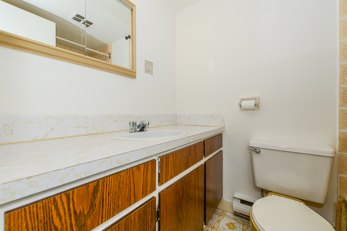 1 bedroom Apartments for rent in Laval at 5025 Samson - Photo 04 - RentQuebecApartments – L28107