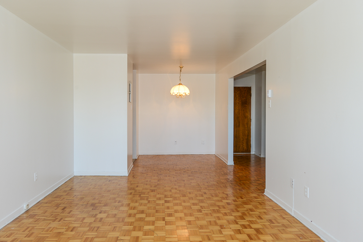1 bedroom Apartments for rent in Laval at 5025 Samson - Photo 05 - RentQuebecApartments – L28107