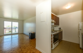 1 bedroom Apartments for rent in Laval at 5025 Samson - Photo 01 - RentQuebecApartments – L28107