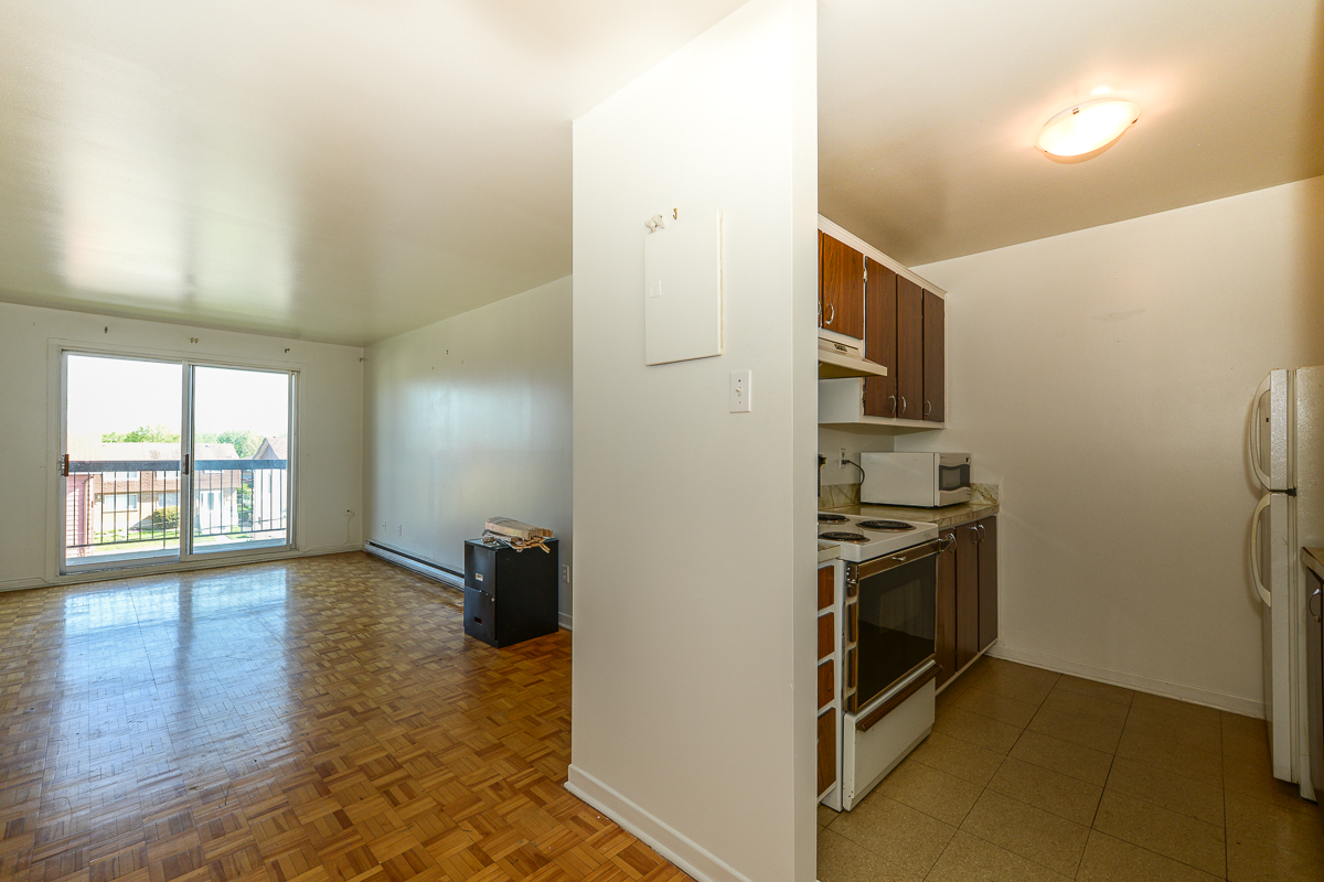1 bedroom Apartments for rent in Laval at 5025 Samson - Photo 08 - RentQuebecApartments – L28107
