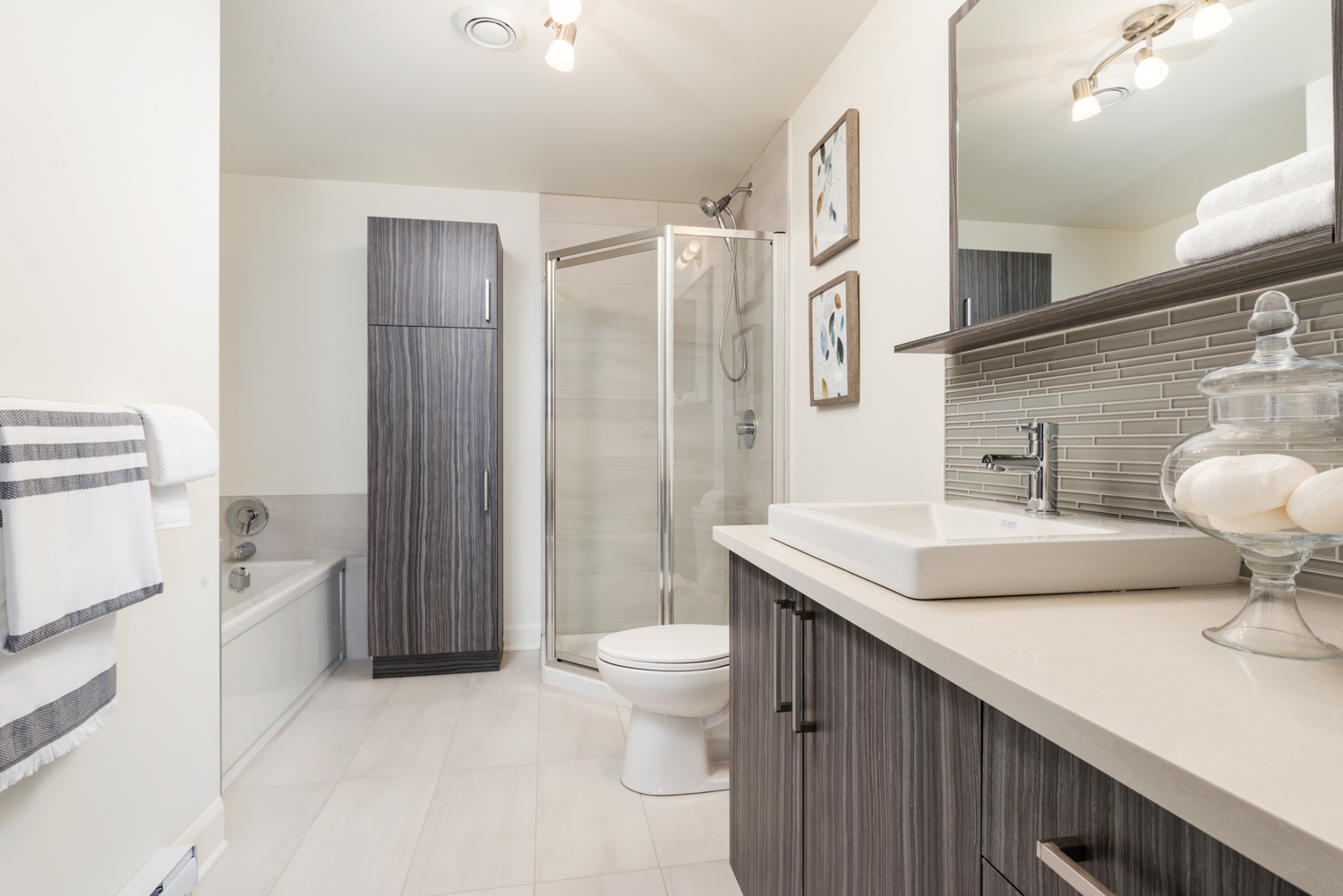 2 bedroom Apartments for rent in Laval at Axial Towers - Photo 08 - RentQuebecApartments – L401220