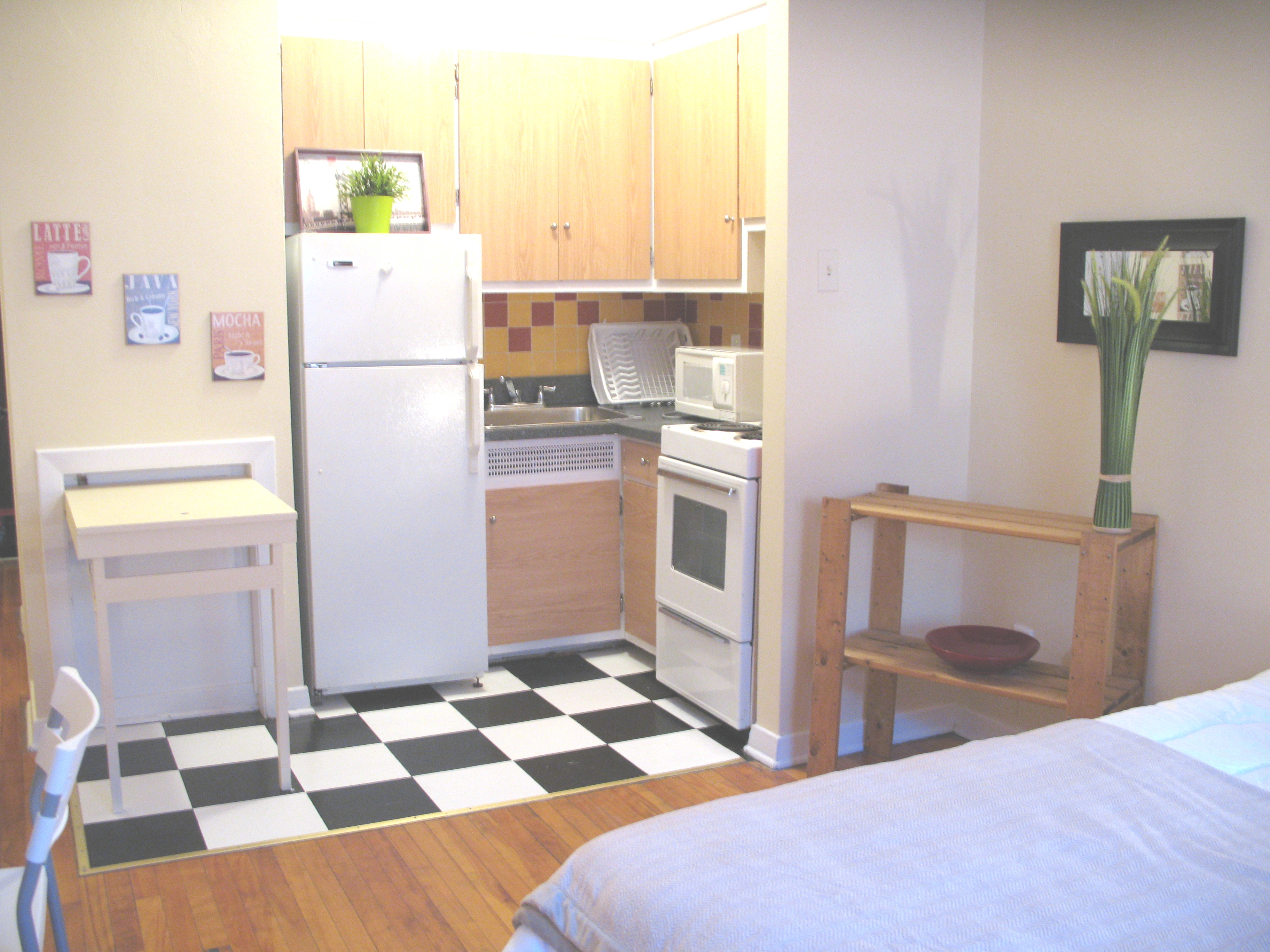 furnished Studio / Bachelor Apartments for rent in Cote-des-Neiges at CDN - Photo 06 - RentQuebecApartments – L8139