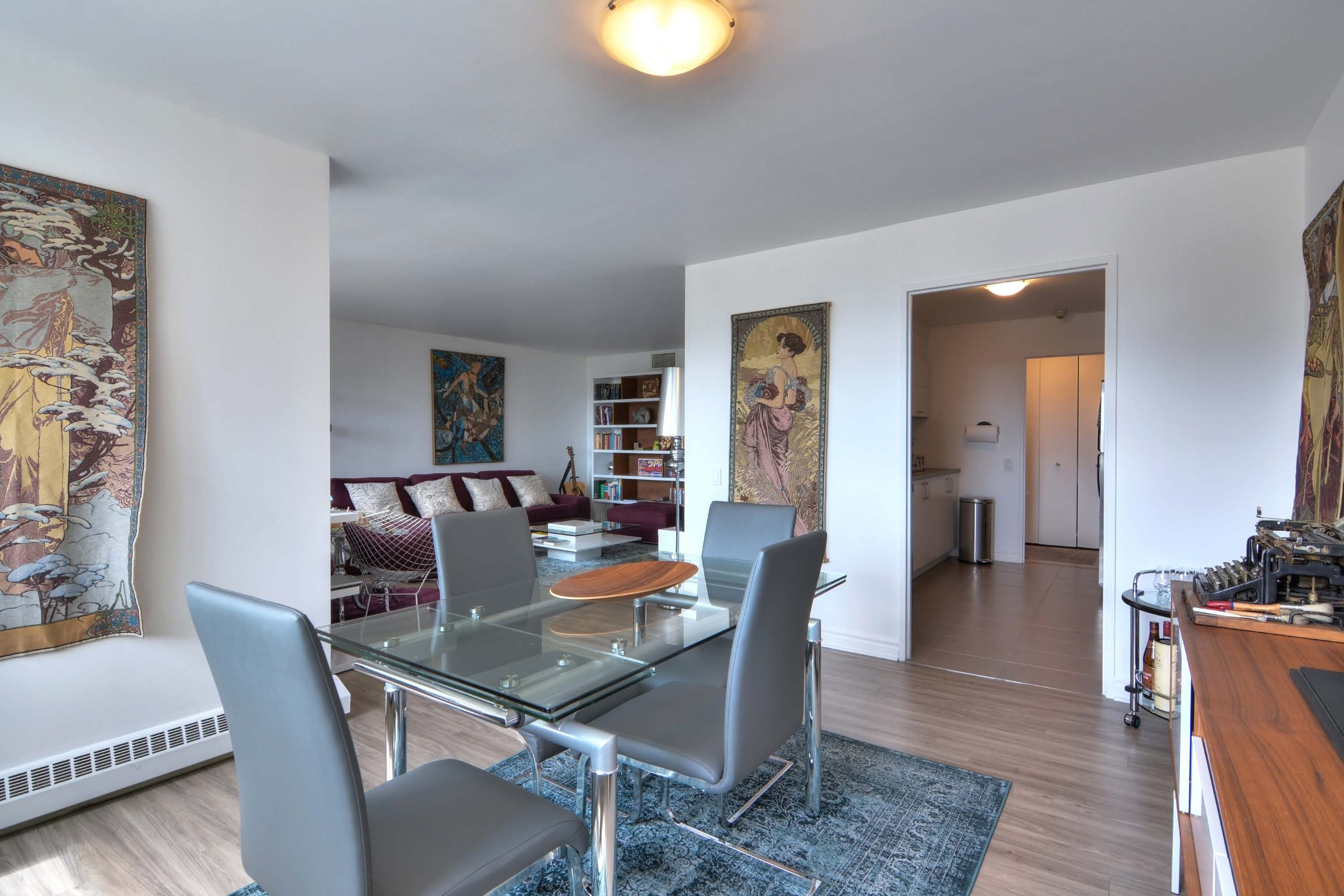 luxurious 2 bedroom Apartments for rent in Montreal (Downtown) at Le Parc - Photo 03 - RentQuebecApartments – L1789