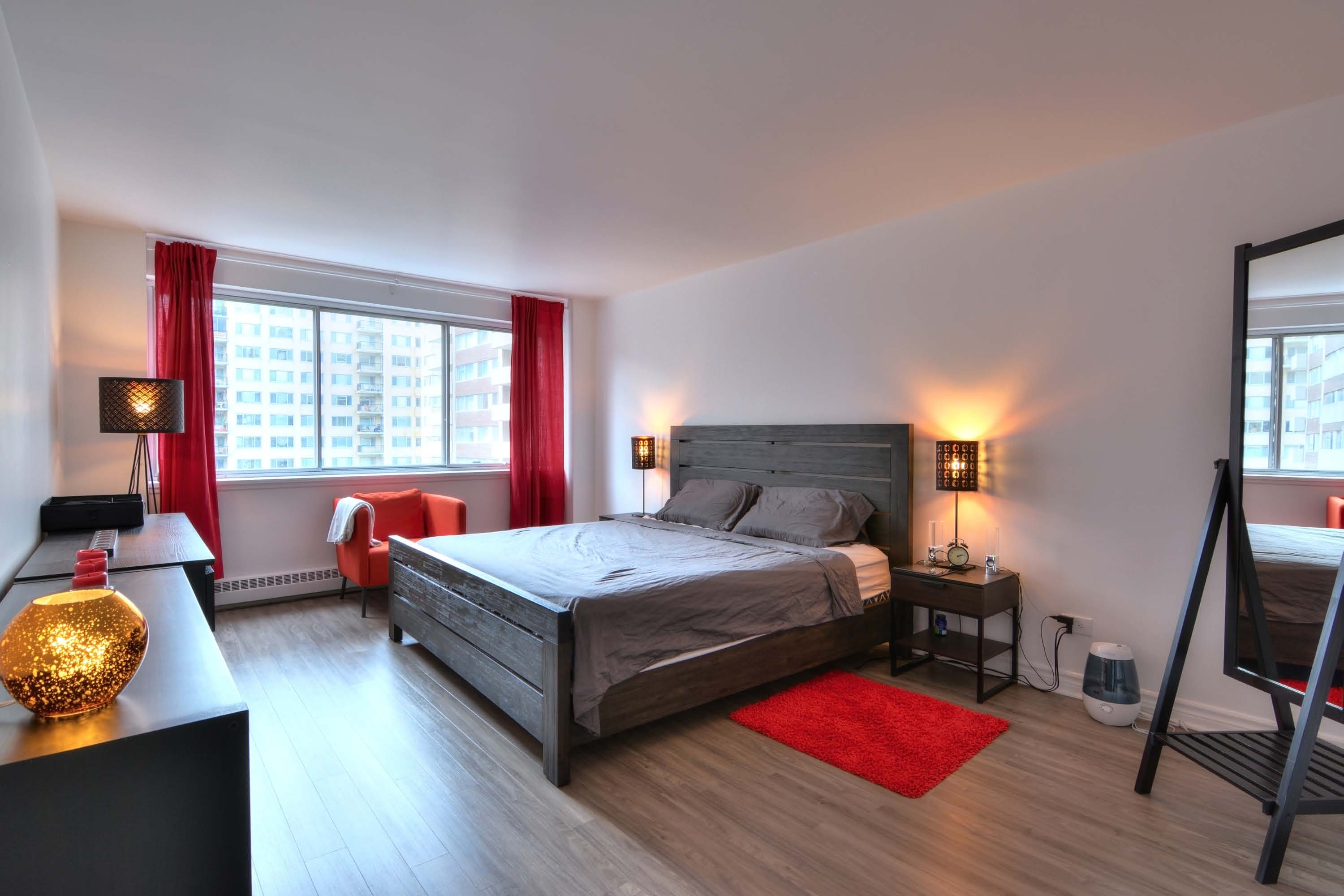luxurious 2 bedroom Apartments for rent in Montreal (Downtown) at Le Parc - Photo 08 - RentQuebecApartments – L1789