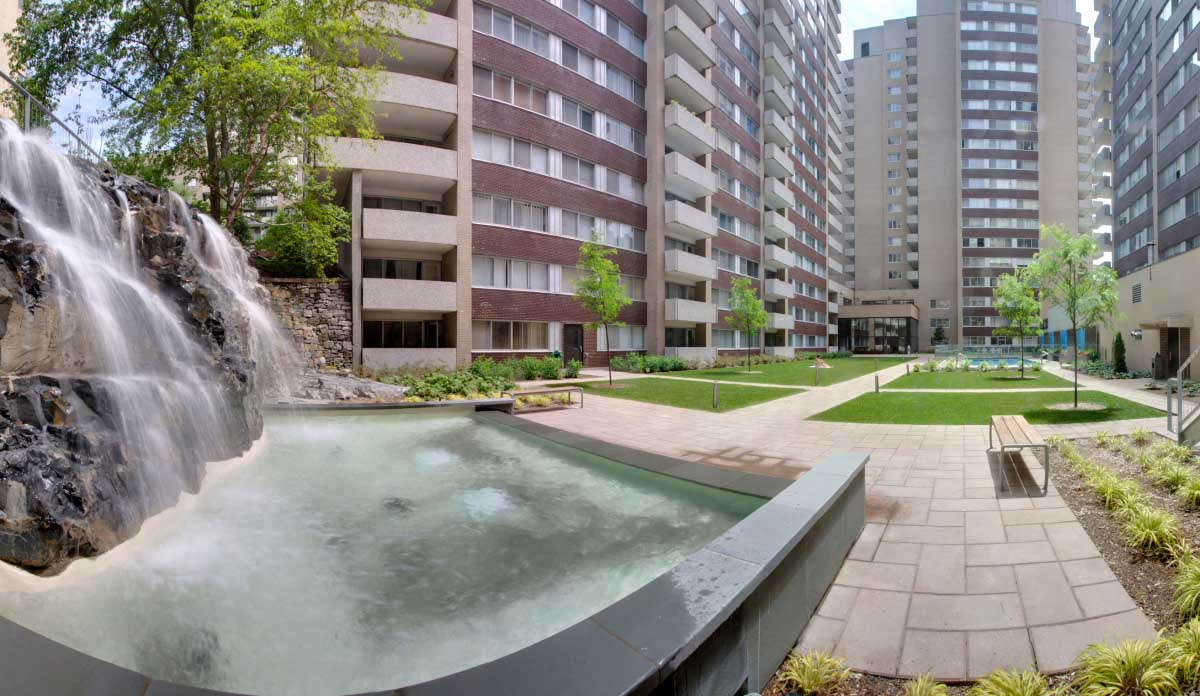 luxurious 2 bedroom Apartments for rent in Montreal (Downtown) at Le Parc - Photo 09 - RentQuebecApartments – L1789