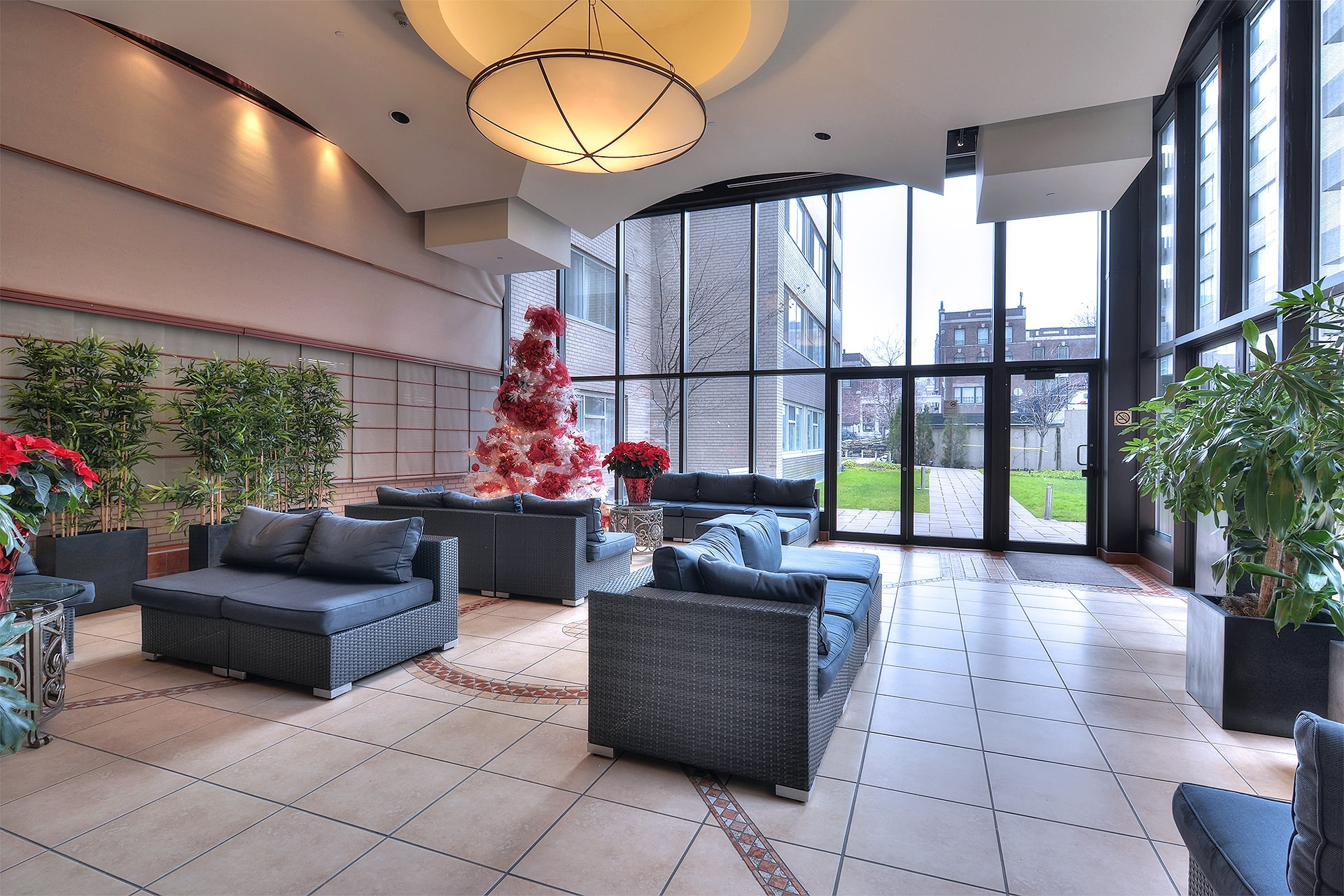 luxurious 2 bedroom Apartments for rent in Montreal (Downtown) at Le Parc - Photo 10 - RentQuebecApartments – L1789