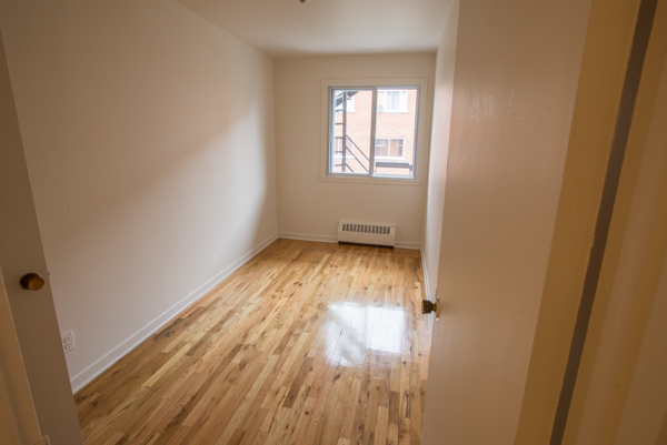 1 bedroom Apartments for rent in Lachine at Lachine Plaza - Photo 01 - RentQuebecApartments – L10037