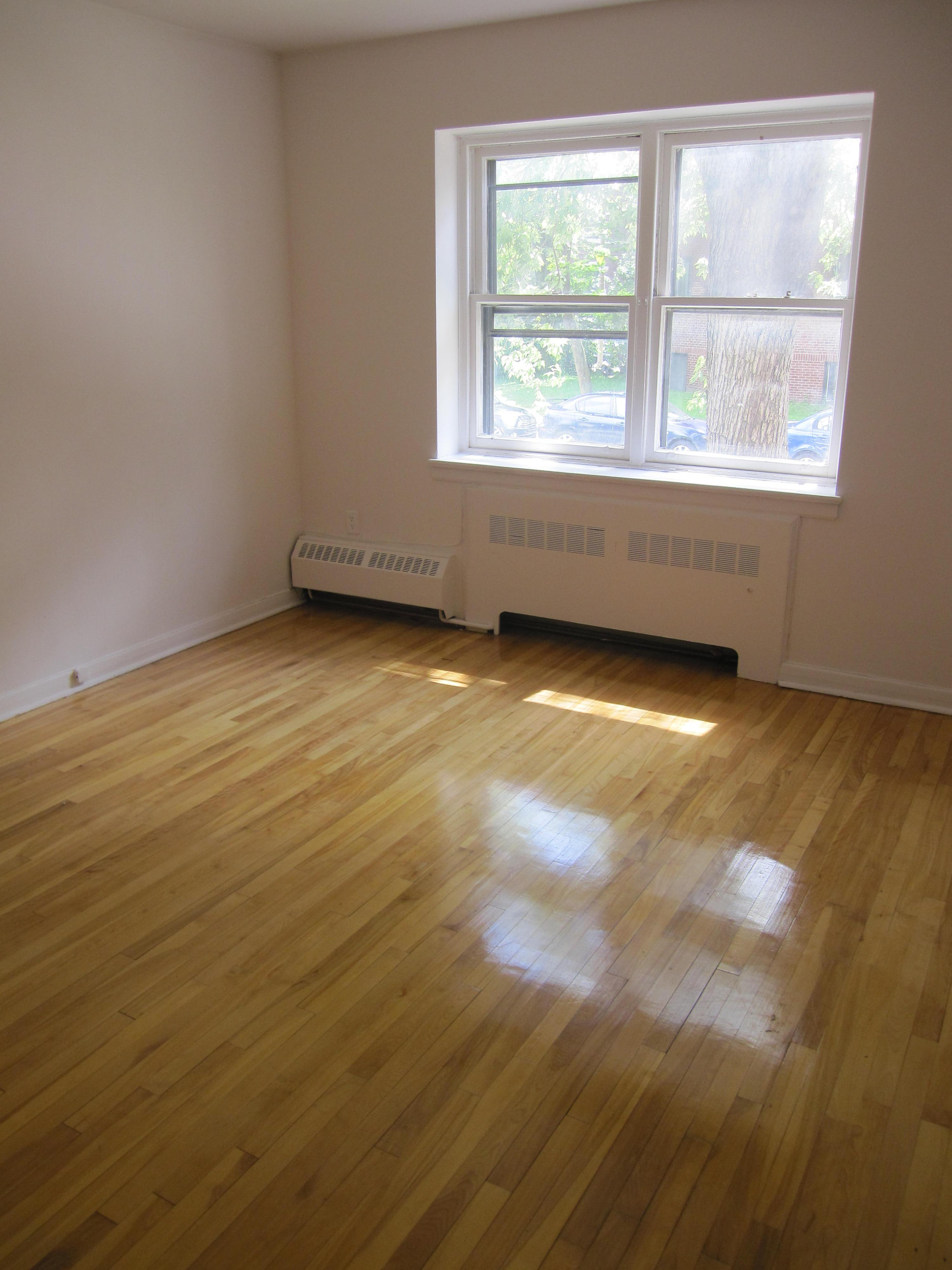 2 bedroom Apartments for rent in Notre-Dame-de-Grace at 4635 Clanranald - Photo 02 - RentQuebecApartments – L23639