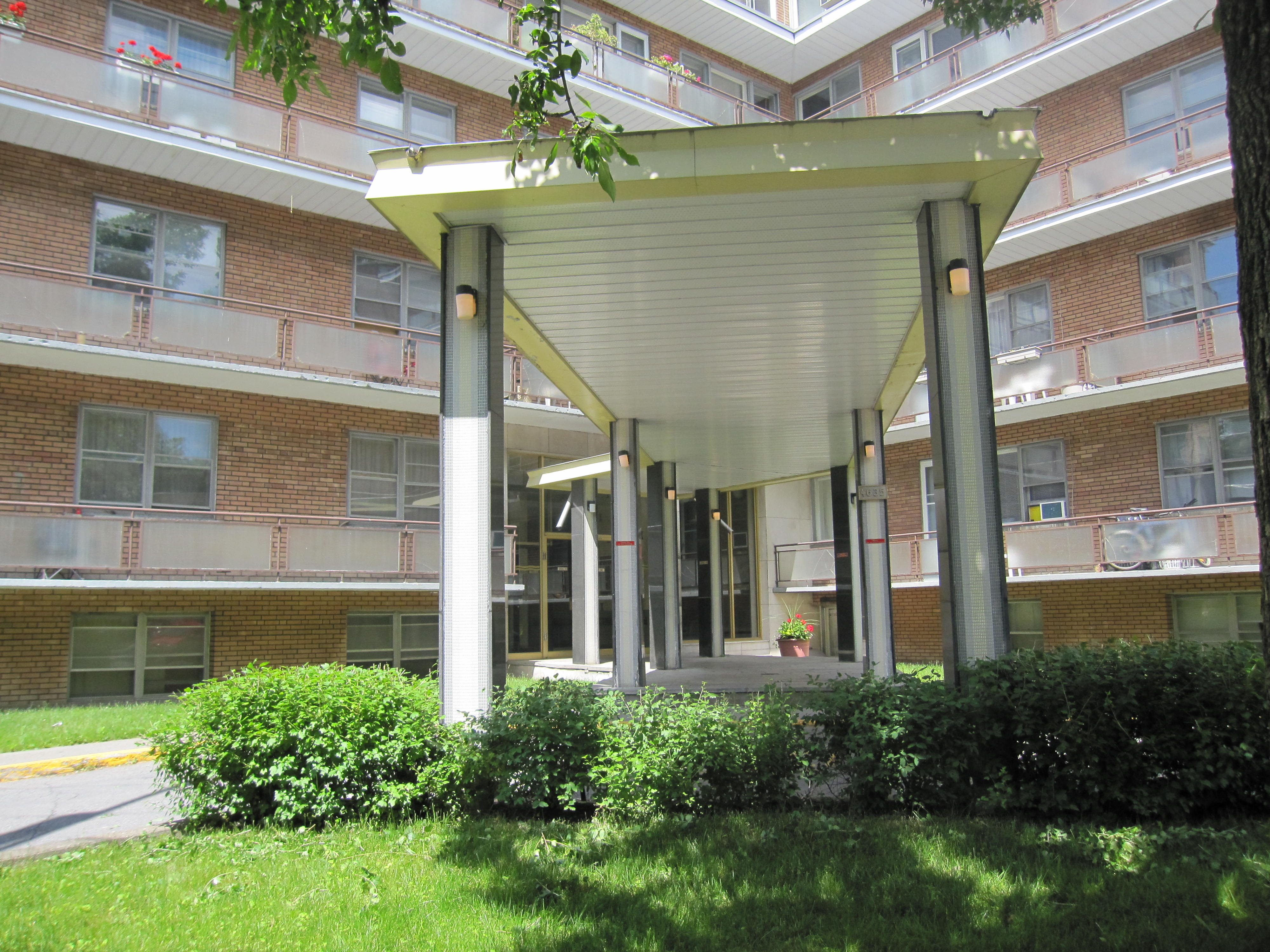 2 bedroom Apartments for rent in Notre-Dame-de-Grace at 4635 Clanranald - Photo 04 - RentQuebecApartments – L23639