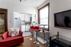 furnished 4 bedroom Apartments for rent in Cote-des-Neiges at 2219-2229 Edouard-Montpetit - Photo 02 - RentQuebecApartments – L1881