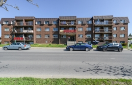 3 bedroom Apartments for rent in Laval at 5025 Samson - Photo 01 - RentQuebecApartments – L28109
