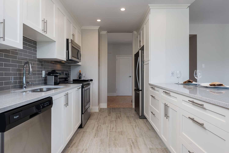 luxurious 2 bedroom Apartments for rent in Westmount at 4300 de Maisonneuve West - Photo 04 - RentQuebecApartments – L2167