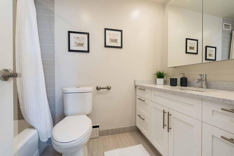 luxurious 2 bedroom Apartments for rent in Westmount at 4300 de Maisonneuve West - Photo 07 - RentQuebecApartments – L2167