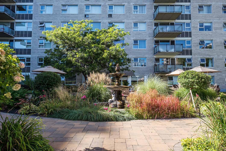 luxurious 2 bedroom Apartments for rent in Westmount at 4300 de Maisonneuve West - Photo 10 - RentQuebecApartments – L2167