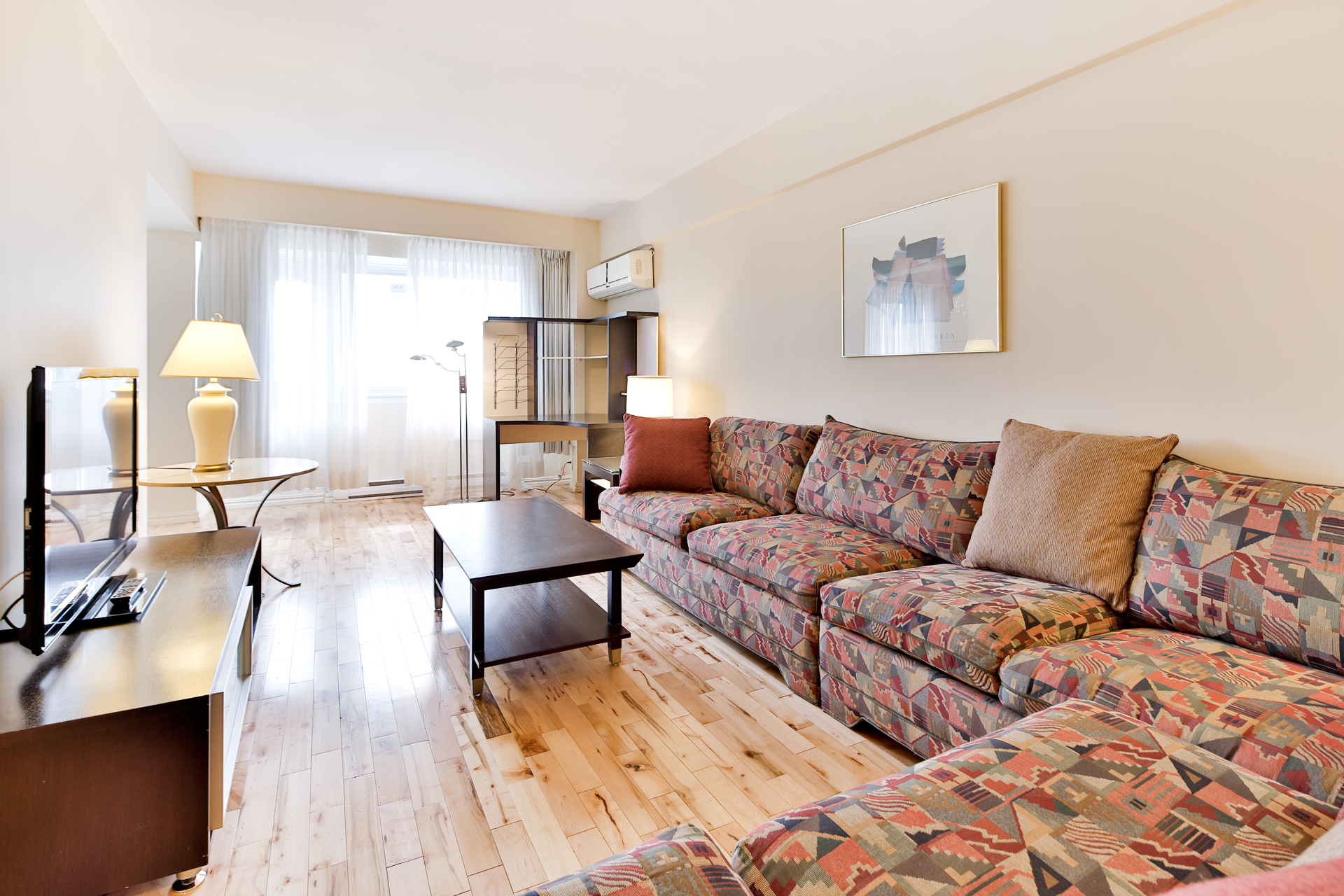 furnished 1 bedroom Apartments for rent in Town of Mount-Royal at Sunset Suites - Photo 02 - RentQuebecApartments – L3723