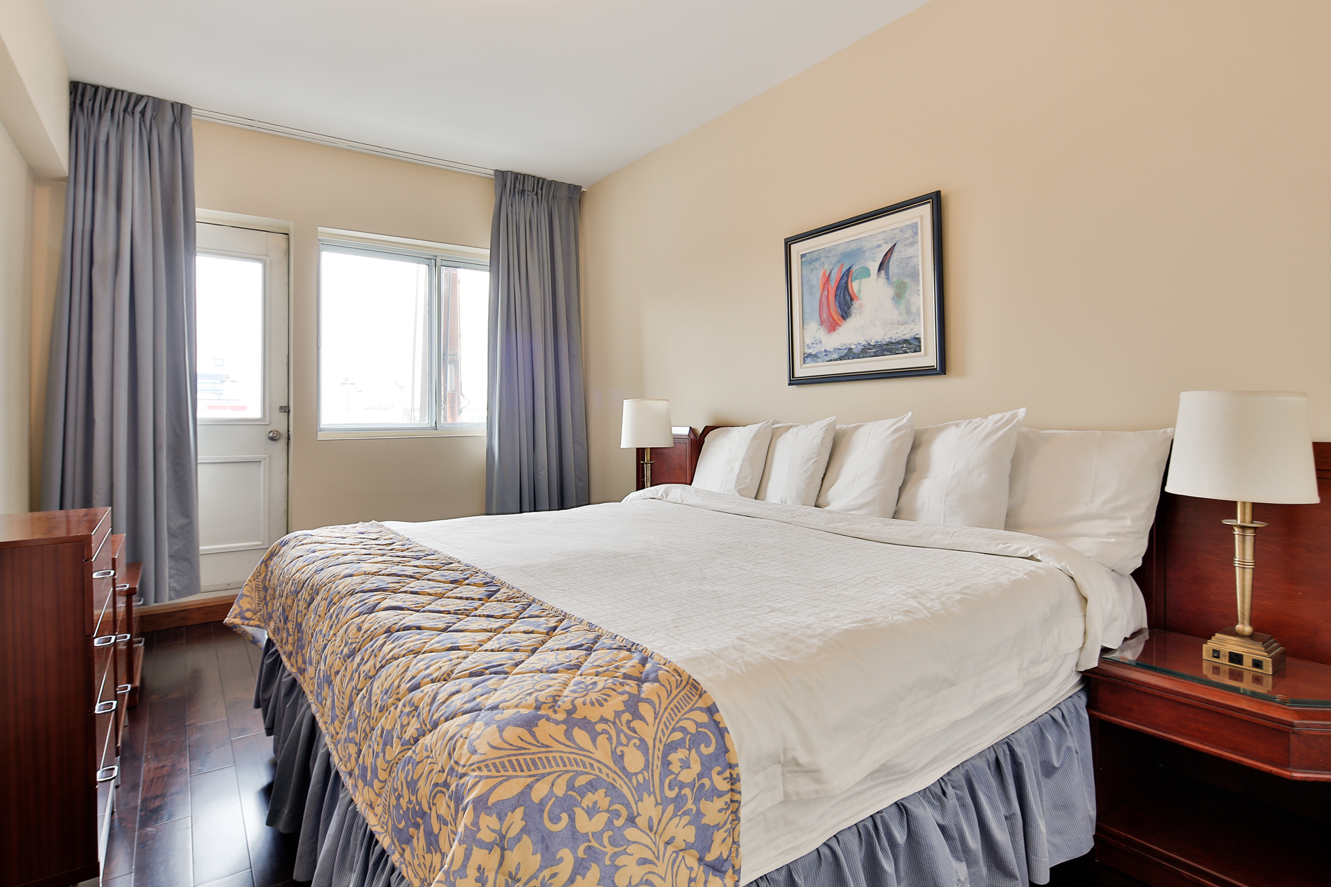 furnished 1 bedroom Apartments for rent in Town of Mount-Royal at Sunset Suites - Photo 07 - RentQuebecApartments – L3723