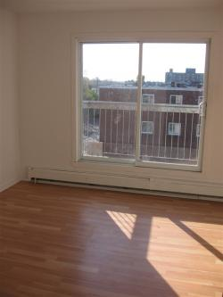 Studio / Bachelor Apartments for rent in Pointe-aux-Trembles at 13900-13910 Sherbrooke East - Photo 05 - RentQuebecApartments – L1195