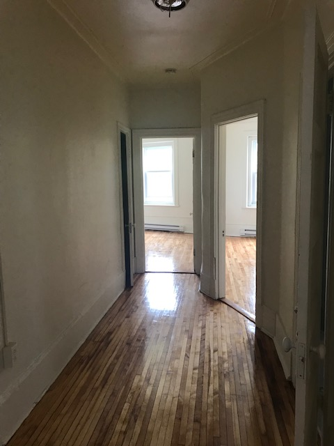 3 bedroom Apartments for rent in Notre-Dame-de-Grace at 5621-5627 Sherbrooke West - Photo 09 - RentQuebecApartments – L401599