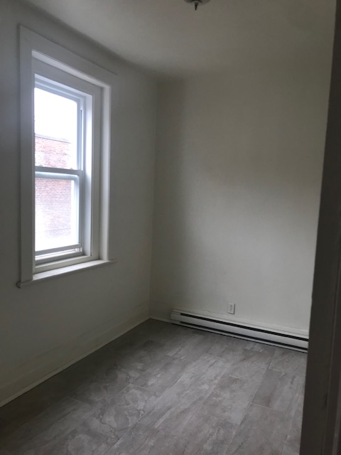 3 bedroom Apartments for rent in Notre-Dame-de-Grace at 5621-5627 Sherbrooke West - Photo 06 - RentQuebecApartments – L401599