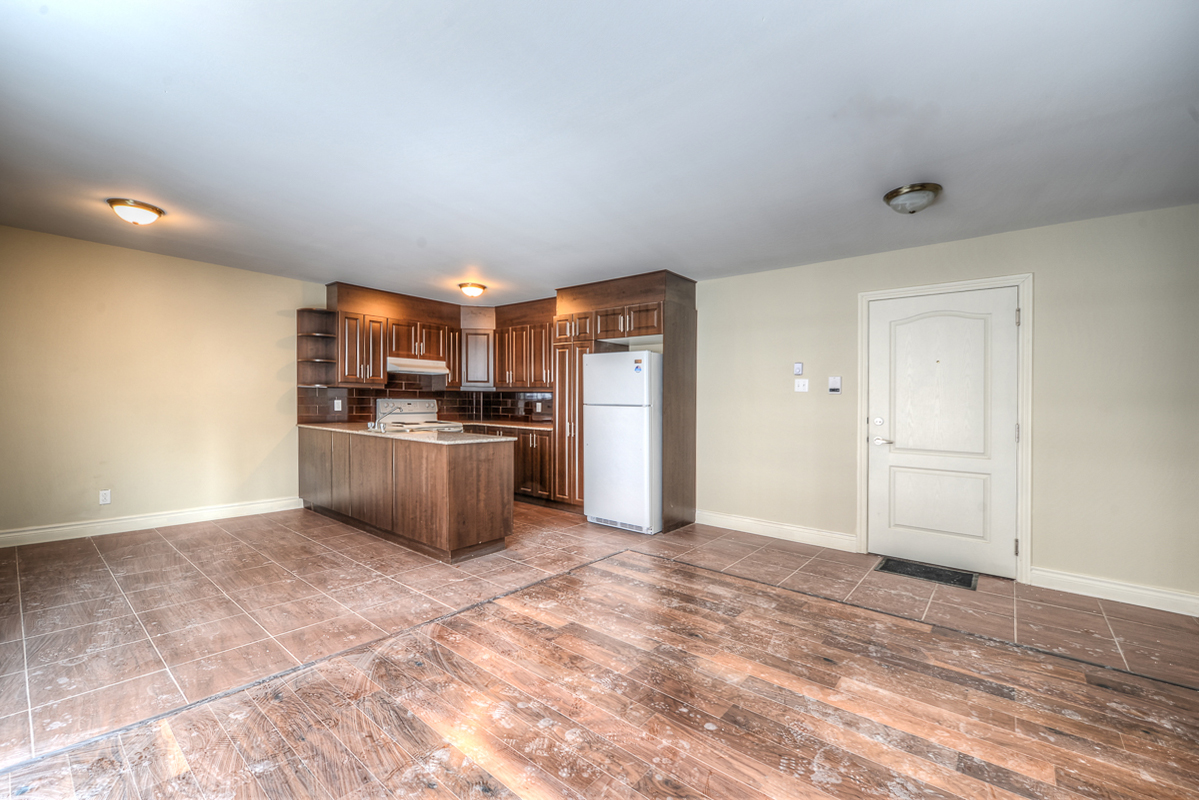 3 bedroom Apartments for rent in Cote-des-Neiges at 2970 Van Horne - Photo 04 - RentQuebecApartments – L22333