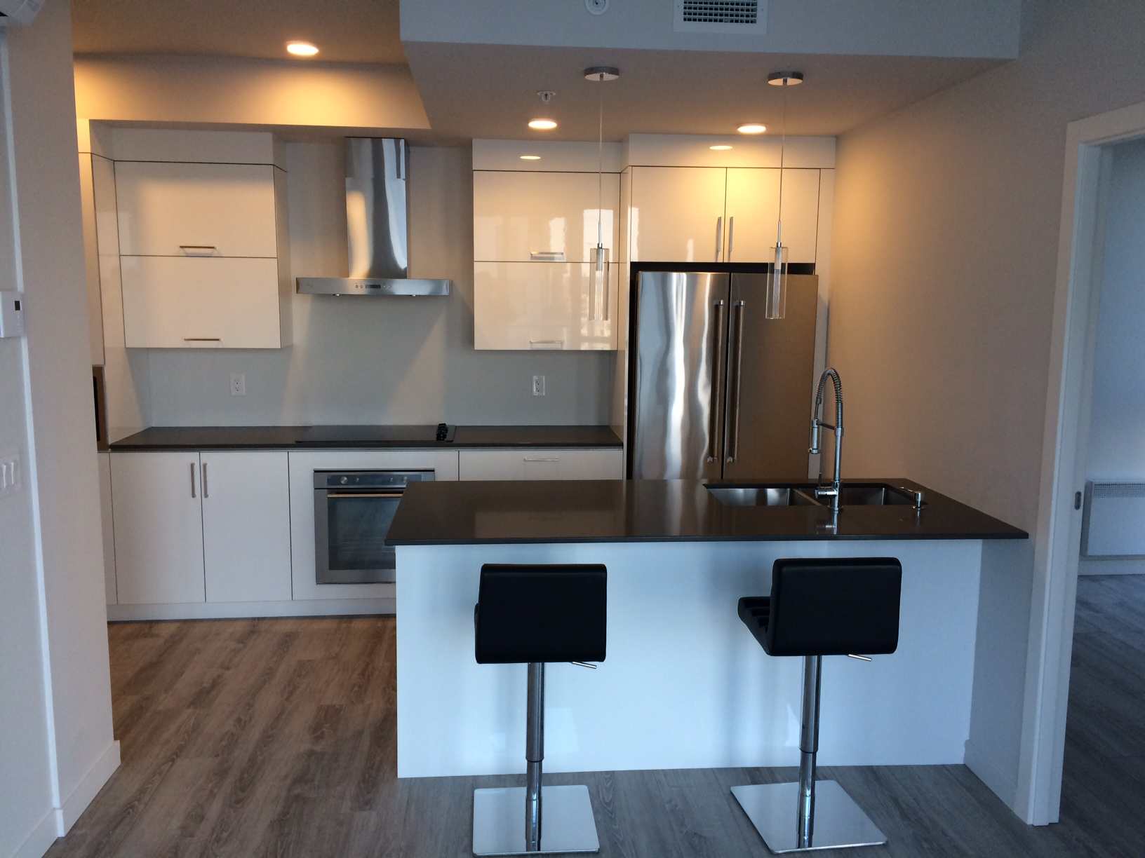 luxurious 2 bedroom Apartments for rent in Montreal (Downtown) at Le Rubic - Photo 04 - RentQuebecApartments – L198458