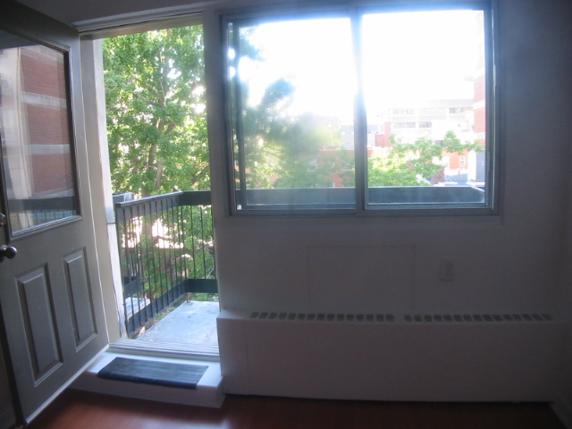 Studio / Bachelor Apartments for rent in Montreal (Downtown) at 3565 Lorne - Photo 03 - RentQuebecApartments – L5007