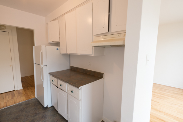2 bedroom Apartments for rent in Lachine at Lachine Plaza - Photo 02 - RentQuebecApartments – L10038