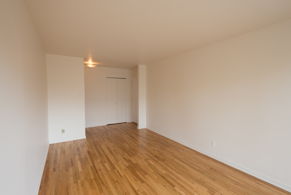 2 bedroom Apartments for rent in Lachine at Lachine Plaza - Photo 03 - RentQuebecApartments – L10038