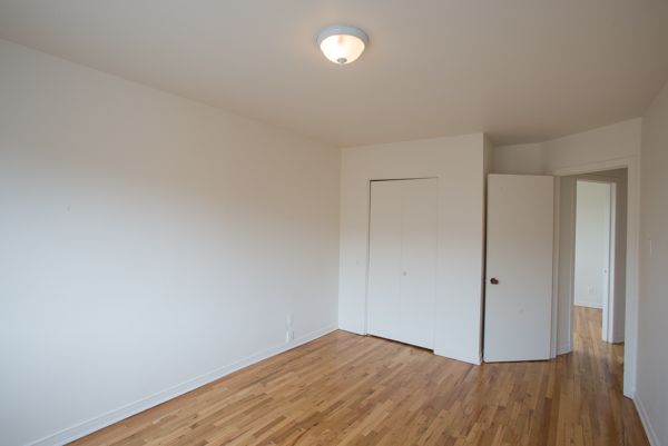 2 bedroom Apartments for rent in Lachine at Lachine Plaza - Photo 04 - RentQuebecApartments – L10038