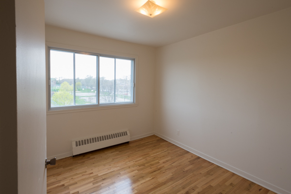 2 bedroom Apartments for rent in Lachine at Lachine Plaza - Photo 09 - RentQuebecApartments – L10038