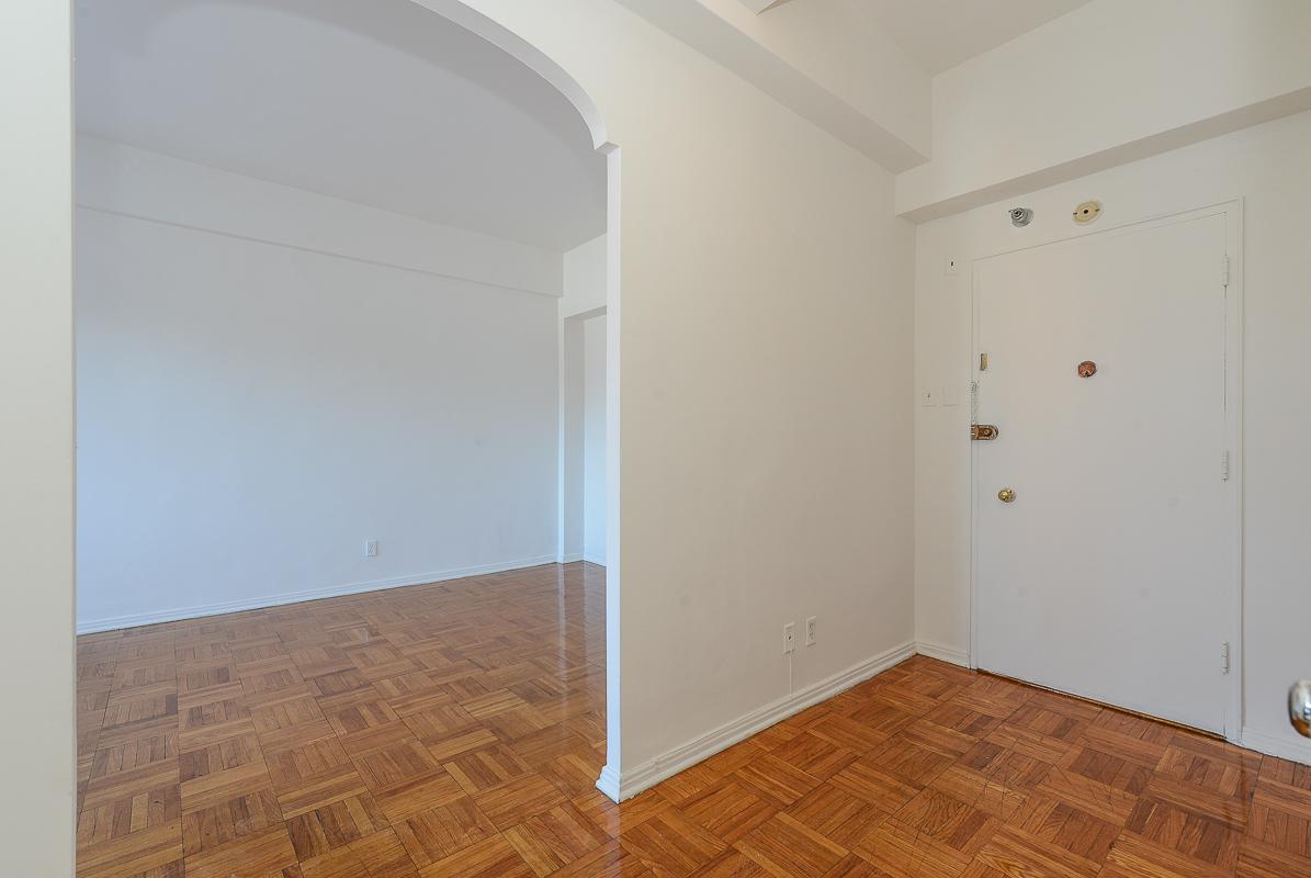 Studio / Bachelor Apartments for rent in Notre-Dame-de-Grace at Longpre - Photo 05 - RentQuebecApartments – L1035