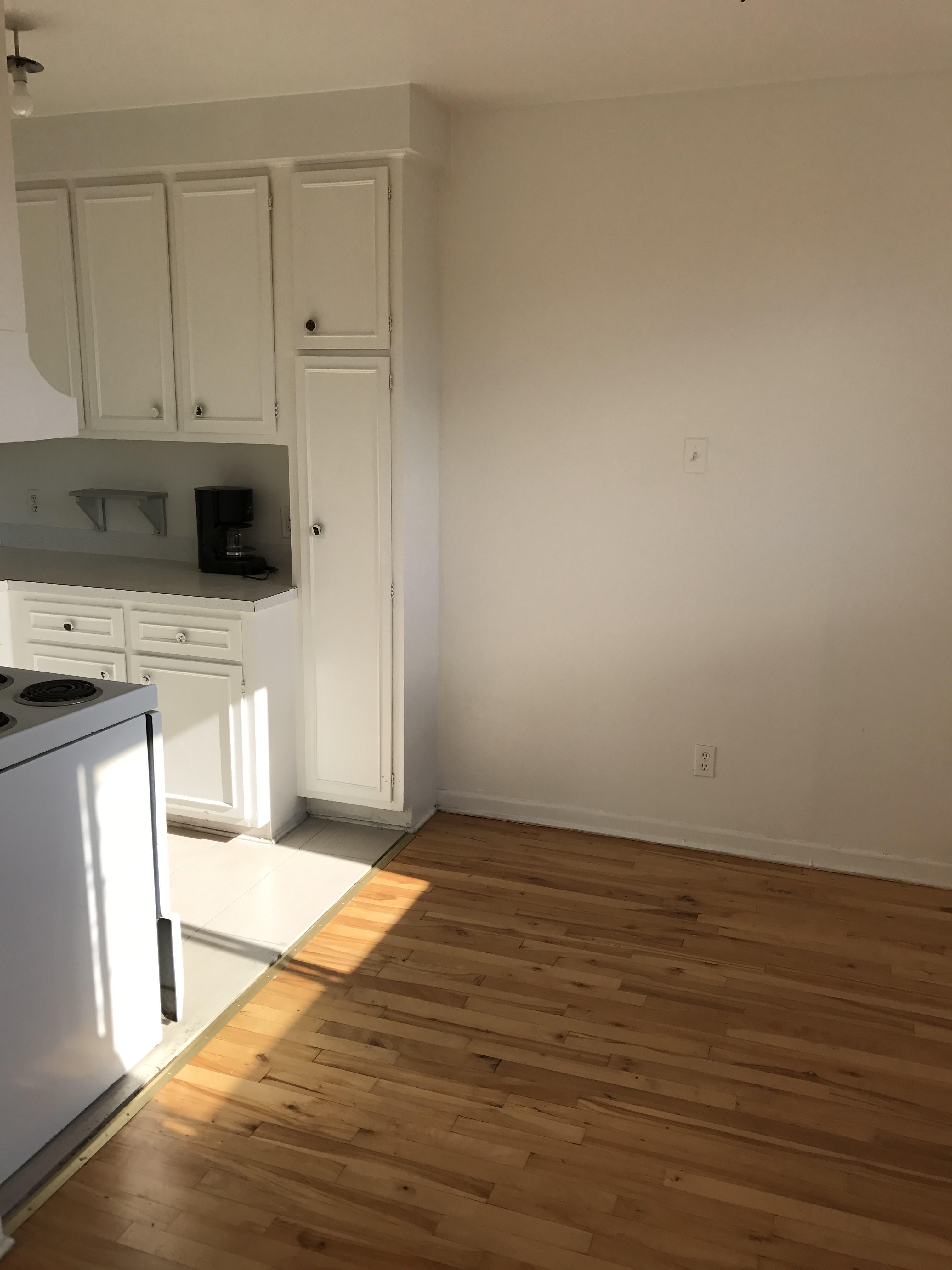 1 bedroom Apartments for rent in Laval at 4750 Samson - Photo 02 - RentQuebecApartments – L21500