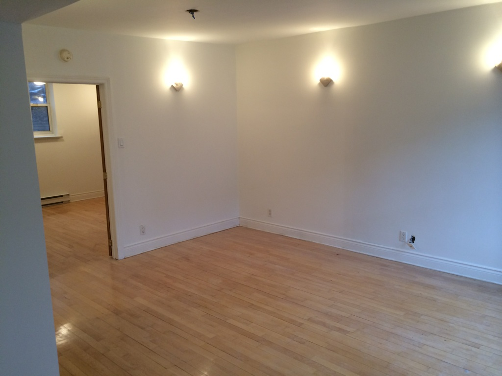 1 bedroom Apartments for rent in Cote-des-Neiges at 4201 Decarie - Photo 03 - RentQuebecApartments – L146808