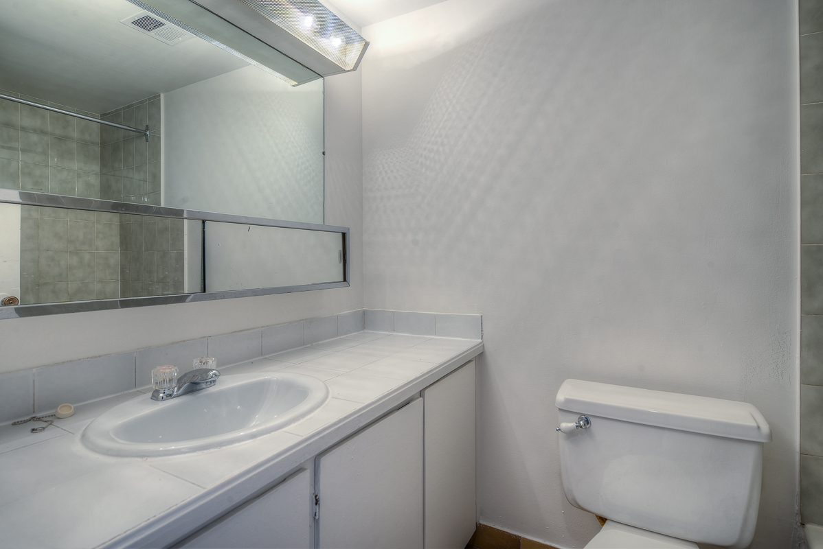 Studio / Bachelor Apartments for rent in Montreal (Downtown) at St Urbain - Photo 09 - RentQuebecApartments – L1057