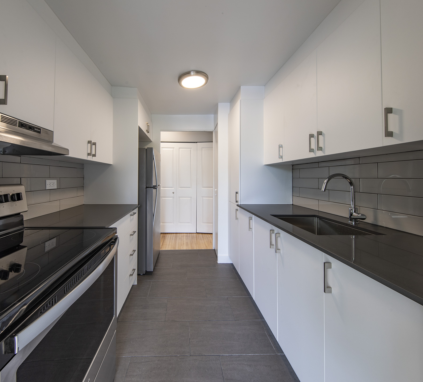 2 bedroom Apartments for rent in Cote-St-Luc at 5765 Cote St-Luc - Photo 03 - RentQuebecApartments – L401533