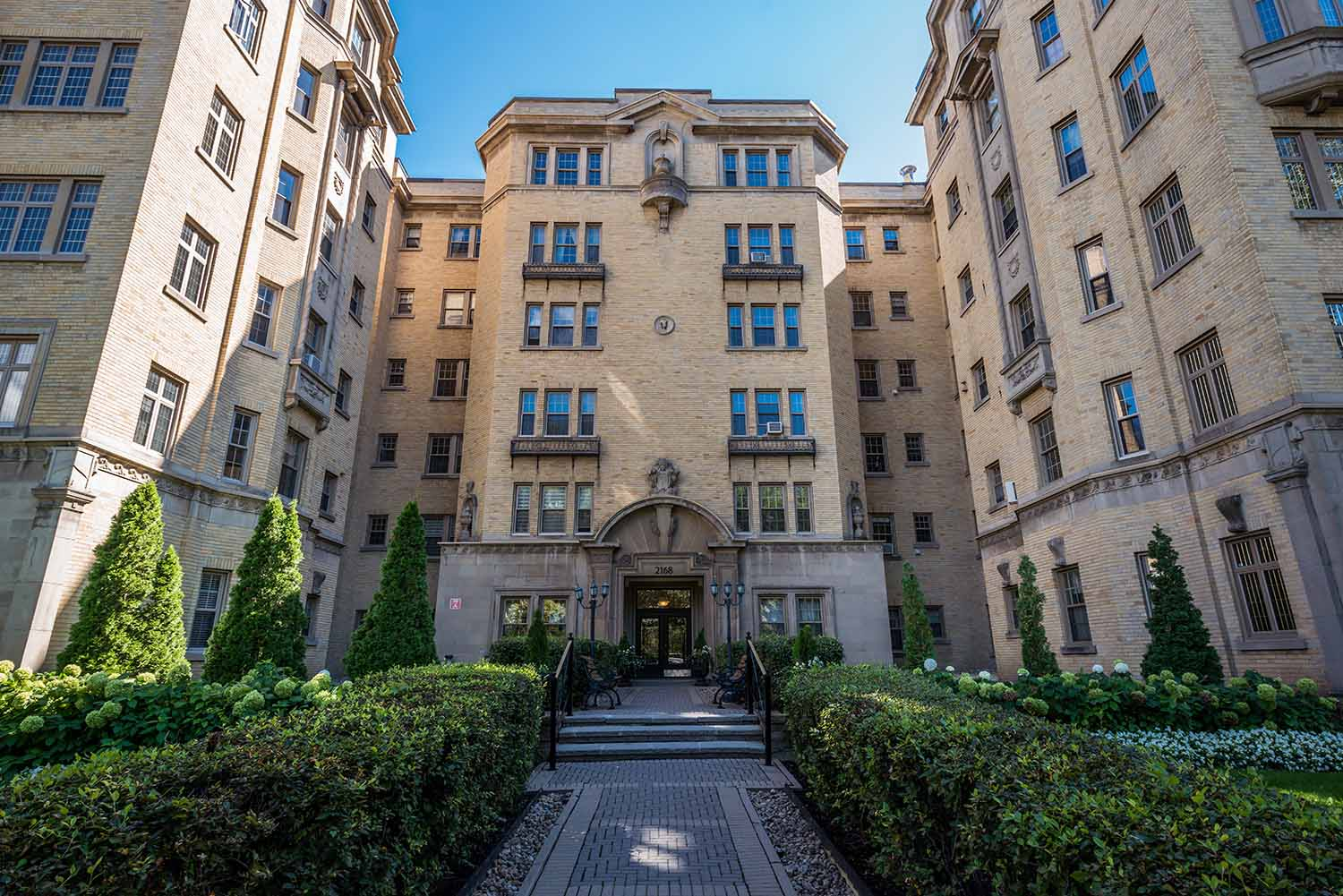 Studio / Bachelor Apartments for rent in Montreal (Downtown) at Haddon Hall - Photo 01 - RentQuebecApartments – L8020