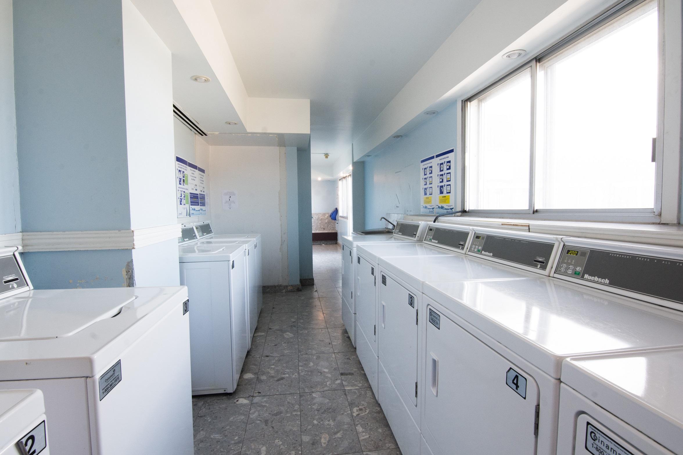 1 bedroom Apartments for rent in Notre-Dame-de-Grace at Tour Girouard - Photo 05 - RentQuebecApartments – L788