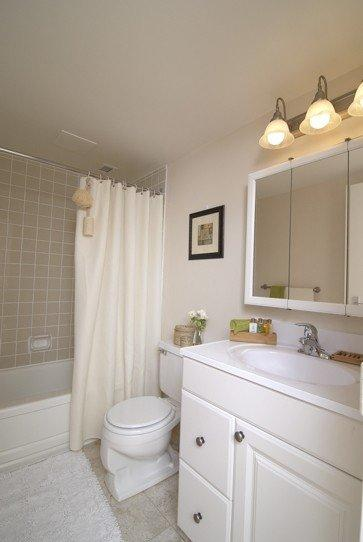 furnished Studio / Bachelor Apartments for rent in Pointe-Claire at Southwest One - Photo 04 - RentQuebecApartments – L21538