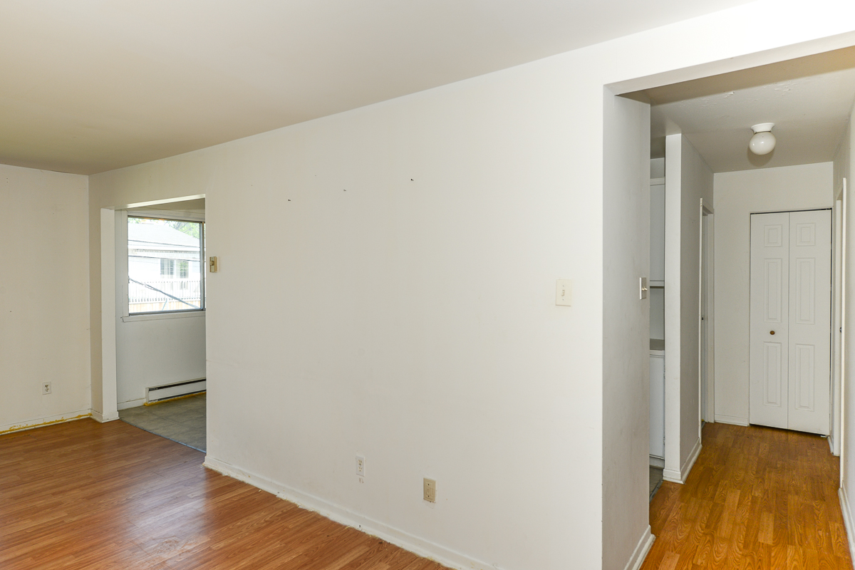 2 bedroom Apartments for rent in Laval at 5085 Notre Dame - Photo 02 - RentQuebecApartments – L28111