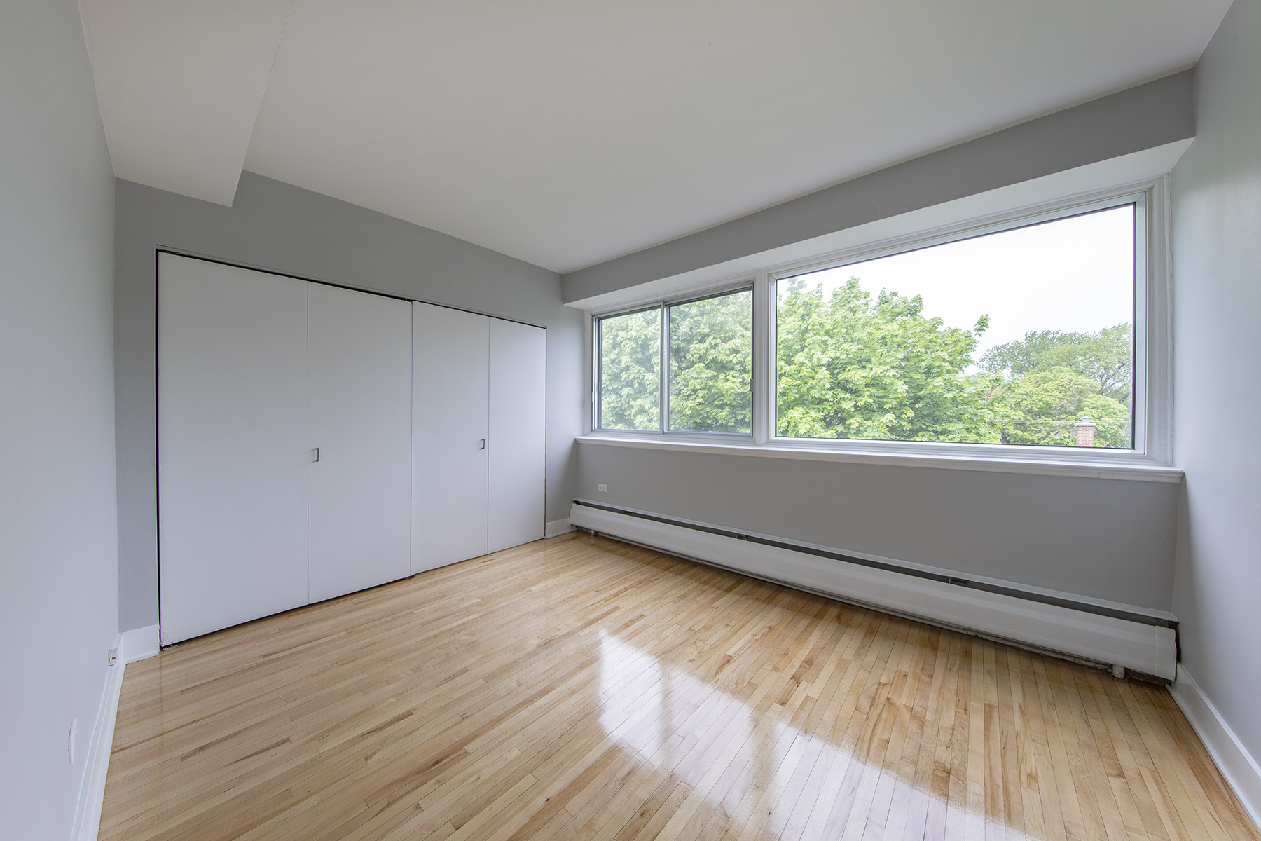 1 bedroom Apartments for rent in Cote-St-Luc at 5765 Cote St-Luc - Photo 04 - RentQuebecApartments – L401532