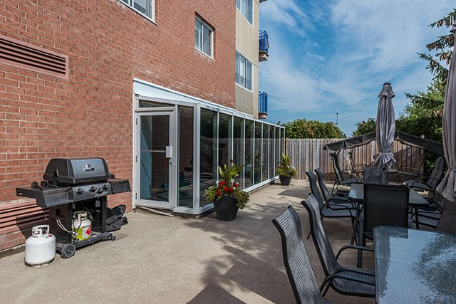 2 bedroom 55+ Apartments for rent in Pointe-Claire at LEsterel - Photo 03 - RentQuebecApartments – L342504