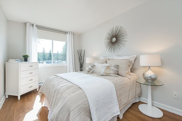 2 bedroom 55+ Apartments for rent in Pointe-Claire at LEsterel - Photo 04 - RentQuebecApartments – L342504