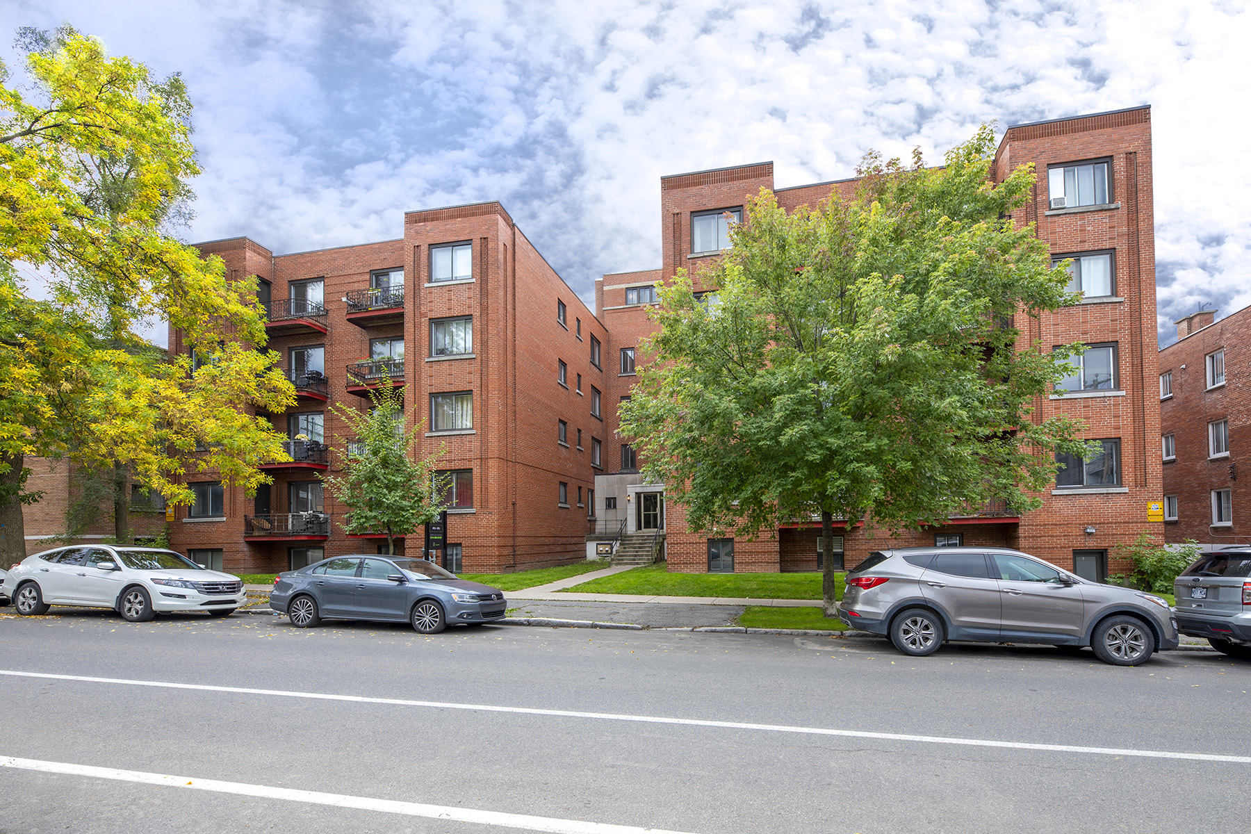 3 bedroom Apartments for rent in Cote-des-Neiges at 5000 Clanranald - Photo 01 - RentQuebecApartments – L401549