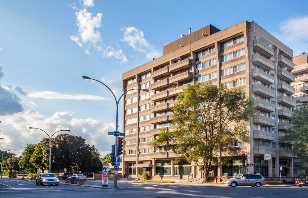 2 bedroom Apartments for rent in Cote-St-Luc at 5505 Cavendish - Photo 02 - RentQuebecApartments – L157312