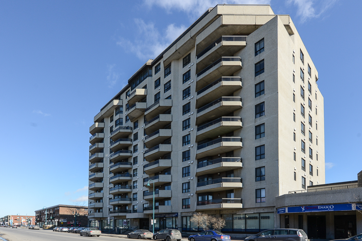 2 bedroom Penthouses for rent in St. Leonard at Le Baron II Inc. - Photo 01 - RentQuebecApartments – L128087